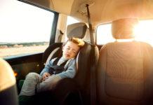 bezpieczeństwo dzieci w samochodzie